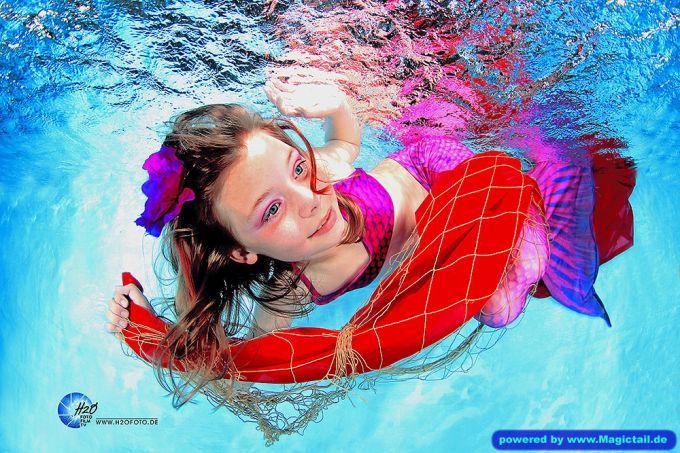 Mermaid H2O Unterwasser Fotoshooting:Meerjungfrauen Schwimmen H2OFoto.de Termine Fotoshooting Unterwasser-taucher